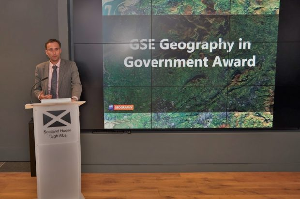"HoG David Wood presenting the ""GSE Geography in Government Award"""
